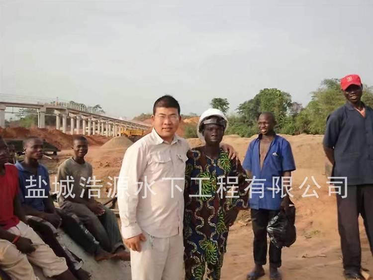 2012尼日利亚工地和黑人朋友合影